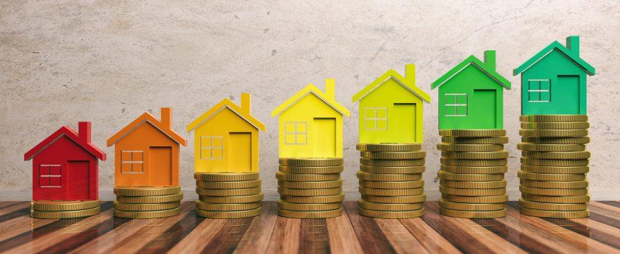 małe kolorowe domki na monetach