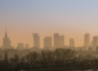 miasto ze smogiem