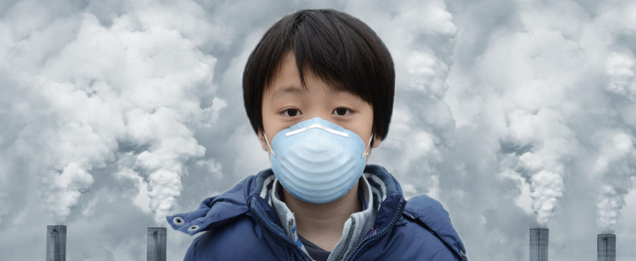 dziecko z maską na usta